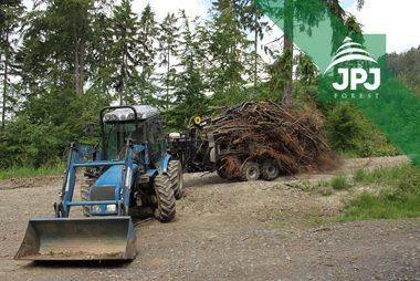 Malotraktor BCS a vyvážečka Vahva Jussi 1500/400 pro obecní lesy