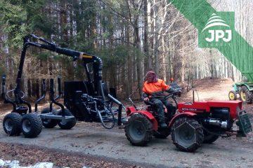 Středně-velká-vyvážečka-Vahva-Jussi-3000_420-a-malotraktor-MT8