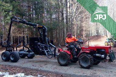 Středně velká vyvážečka Vahva Jussi 3000_420 a malotraktor MT8