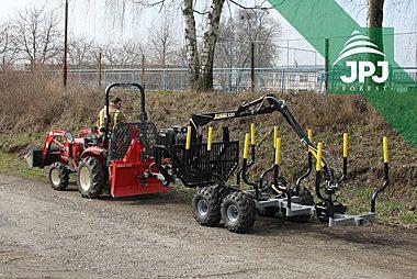 Vyvážečka Vahva Jussi 2000/320 s malotraktorem pro práci v obecních lesích