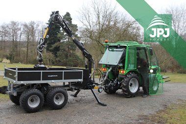 Vyvážecí vlek Vahva Jussi 2000+/400 s hydraulickou rukou a hydraulicky sklopnou korbou pro zákazníka s malotraktorem Šálek