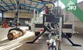 Silniční speciál JPJ Forest - přívěs Vezeko s hydraulickou rukou VJ